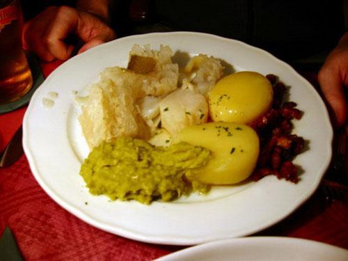 Món cá thối Nauy nổi tiếng