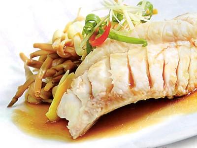 Ngon miệng với món cá hấp nấm kim châm